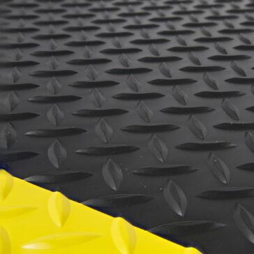 Diamond Plate Anti-fatigue mat Surface